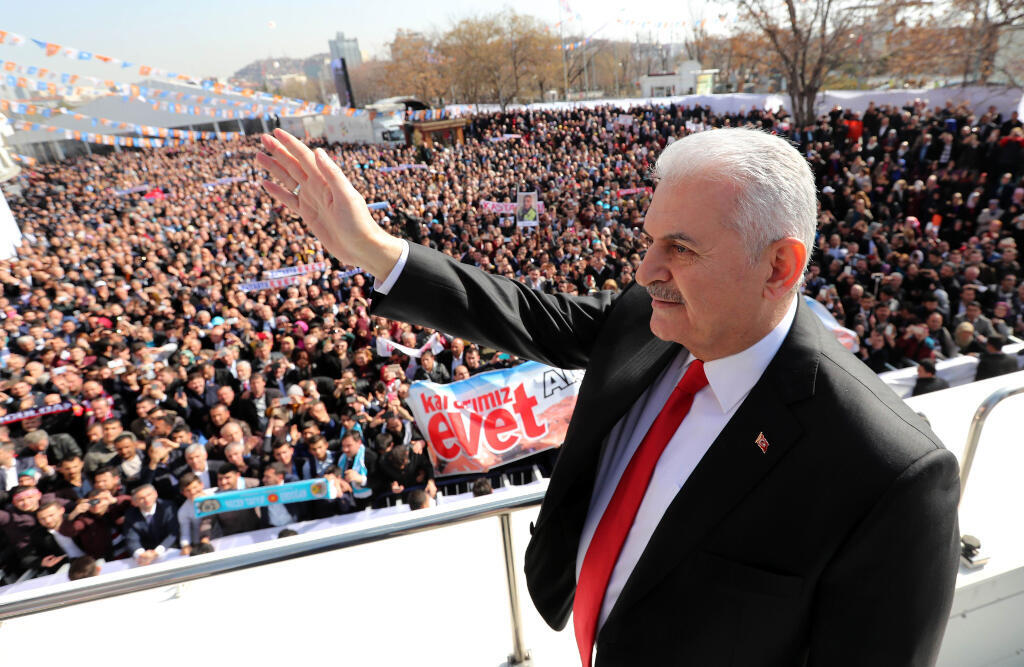 Thủ tướng Thổ Nhĩ Kỳ Binali Yildrim trong buổi vận động với phe ủng hộ trao thêm quyền cho tổng thống, Ankara, ngày 25/02/2017.