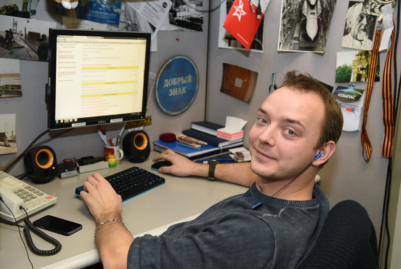 Сафронов является одним из ведущих российских журналистов по теме вооружений, отмечают французские СМИ.