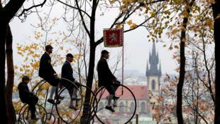 Ежегодный велопробег на старинных велосипедах в Праге, 3 ноября 2018 г.