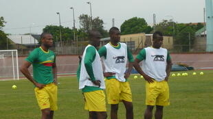 Seydou Keita (à gauche) et les Aigles du Mali à l'entraînement, le 17 janvier 2013 à Port Elizabeth en Afrique du Sud.
