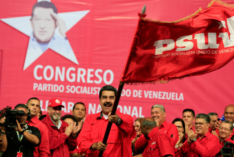 Nicolás Maduro já indicou que vai tentar se reeleger, mesmo se a oposição ainda hesita em participar da eleição antecipada.