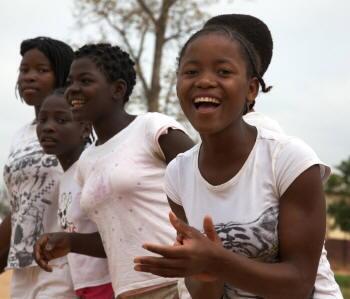 Apesar dos esforços nacionais, as mulheres e as raparigas moçambicanas continuam a sofrer de desigualdades, tal como denuncia o Relatório de Desenvolvimento Humano lançado pelo PNUD, em Maputo.