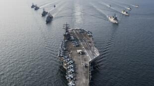 图为美国核动力航母里根号(USS Ronald Reagan)战斗群海航图