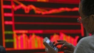Bolsas em queda sob pressão do preço do petróleo e desaceleração na China