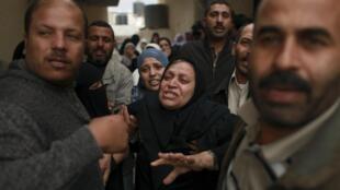 Familiares de una de las víctimas, durante su entierro este domingo en Gaza