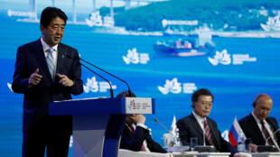 Премьер-министр Японии Синдзо Абе на Восточном экономическом форуме, 7 сентября 2017 г.