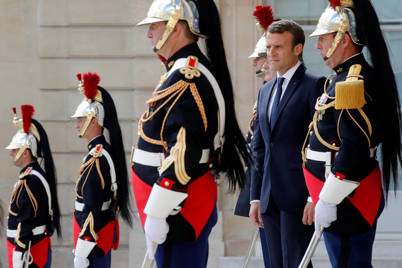 Tổng thống Pháp Emmanuel Macron trước điện Elysée ngày 12/06/2017.