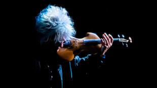 Catherine Lara présente son nouveau spectacle «Bô, le voyage musical», au Théâtre du 13ème Art à Paris.