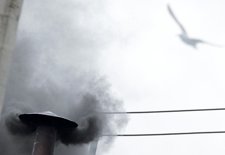 Черный дым над Сикстинской капеллой