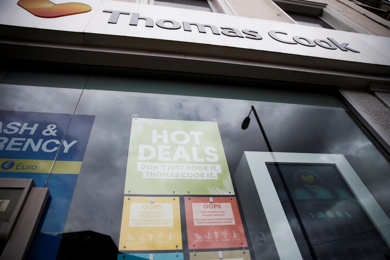 A sinalização pode ser vista na janela de uma loja Thomas Cook fechada em Londres, Grã-Bretanha, 23 de setembro de 2019.