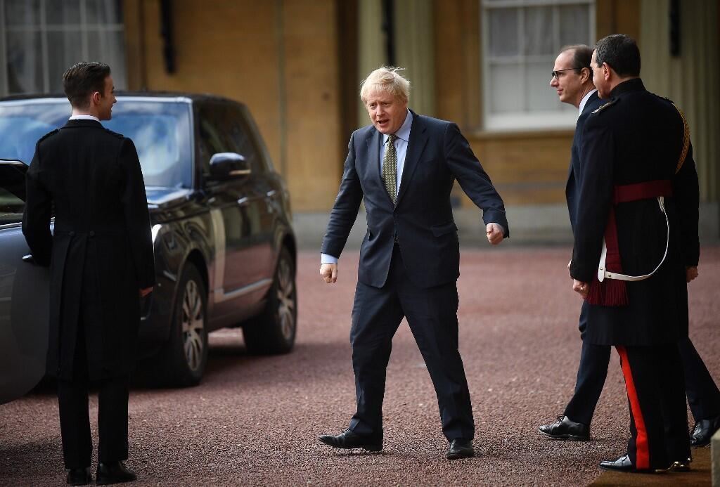 پیروزی بوریس جانسون در انتخابات مجلس عوام بریتانیا از اهمیت ویژهای برخوردار است زیرا از زمان پیروزی مارگارت تاچر در انتخابات ۱۹۸۷ این نخستین بار است که محافظه کاران اکثریت قاطع کرسیهای پارلمان را از آن خود میکنند.