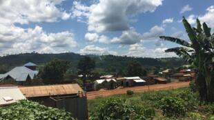 The main road that runs through the town of Bingo, North Kivu, DRC. The Mai-Mai militia live on the hill.