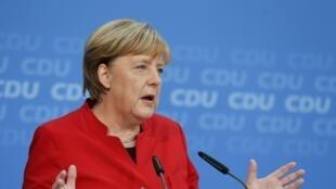 Angela Merkel a confirmé, ce dimanche lors d'une conférence de presse au siège de son parti, son intention de briguer en septembre 2017 un quatrième mandat qu'elle entend accomplir dans son intégralité.