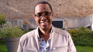 L'auteur et metteur en scène guinéen Souleymane Bah, lauréat du prix RFI-Théâtre 2020 pour « La Cargaison ».