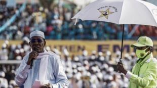 El presidente chadiano saliente Idriss Déby Itno se dirige a sus seguidores durante un mitin de campaña en Yamena, el 9 de abril de 2021