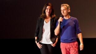 Isabelle Fougère et Miquel Dewever-Plana, lauréats du prix RFI/France 24 du webdocumentaire, lors de la remise du prix  à Perpignan, le 4 septembre 2013.