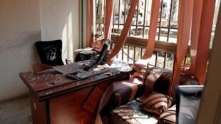 Cảnh hư hại bên trong trung tâm báo chí của lực lượng Hezbollah tại thủ đô Liban sau vụ tấn công của máy bay không người lái Israel ngày 25/08/2019.