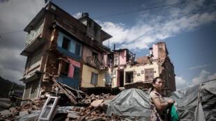 Maison détruite dans le village de Chautara, dans le district de  Sindhupalchok au nord de Katmandou. Une région particulièrement meurtrie par le séisme du 25 avril.