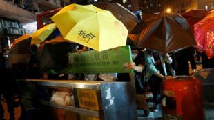 Hồng Kông : Biểu tình trước cơ quan đại diện ngoại giao của Trung Quốc, tối 06/11/2016