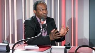 Gilles Dufrénot au micro de RFI.