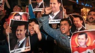 Certains Syriens du Liban osent participer aux rares manifestations organisées  à Beyrouth en faveur du président Bachar el-Assad, le 29 avril 2011