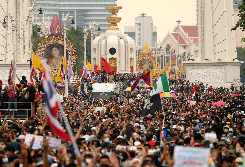 2020-10-14T075110Z_327733204_RC27IJ92EWD4_RTRMADP_3_THAILAND-PROTESTS