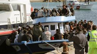 L'île de Lampedusa est un point d'entrée privilégié pour les immigrants clandestins en provenance des côtes africaines.