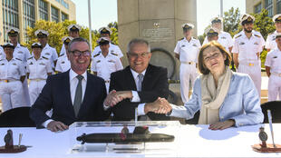Australian Defence Minister Christopher Pyne, Australian Prime Minister Scott Morrision and French Defence Minister Florence Parly shake hands after signing the submarine deal in Canberra, 11 February 2019.