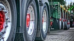 Les agriculteurs dénoncent les importations croissantes de produits agricoles concurrents, et notamment les importations d'huile de palme.