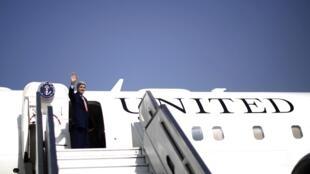 John Kerry deixa Israel e embarca em direção a Genebra.