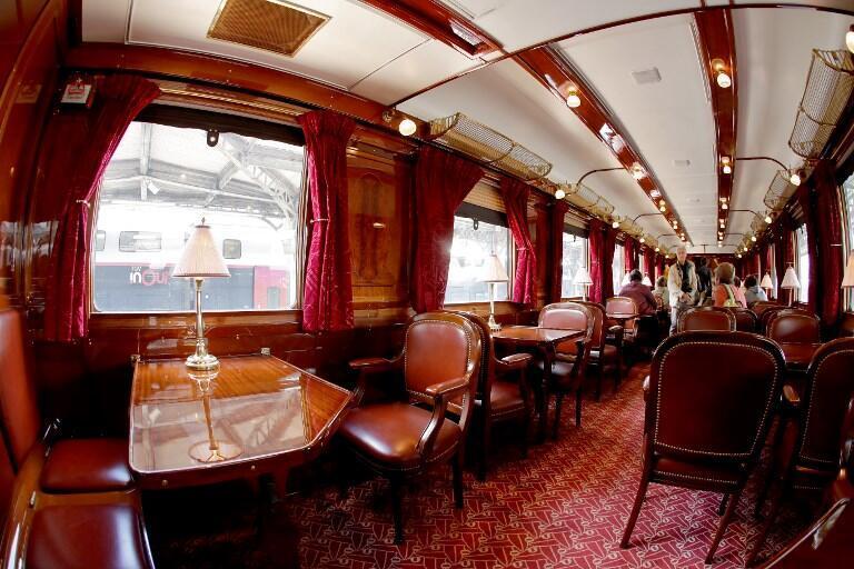 Вагон-ресторан поезда Orient Express во Франции в Дни культурного наследия 15-16 сентября 2018.