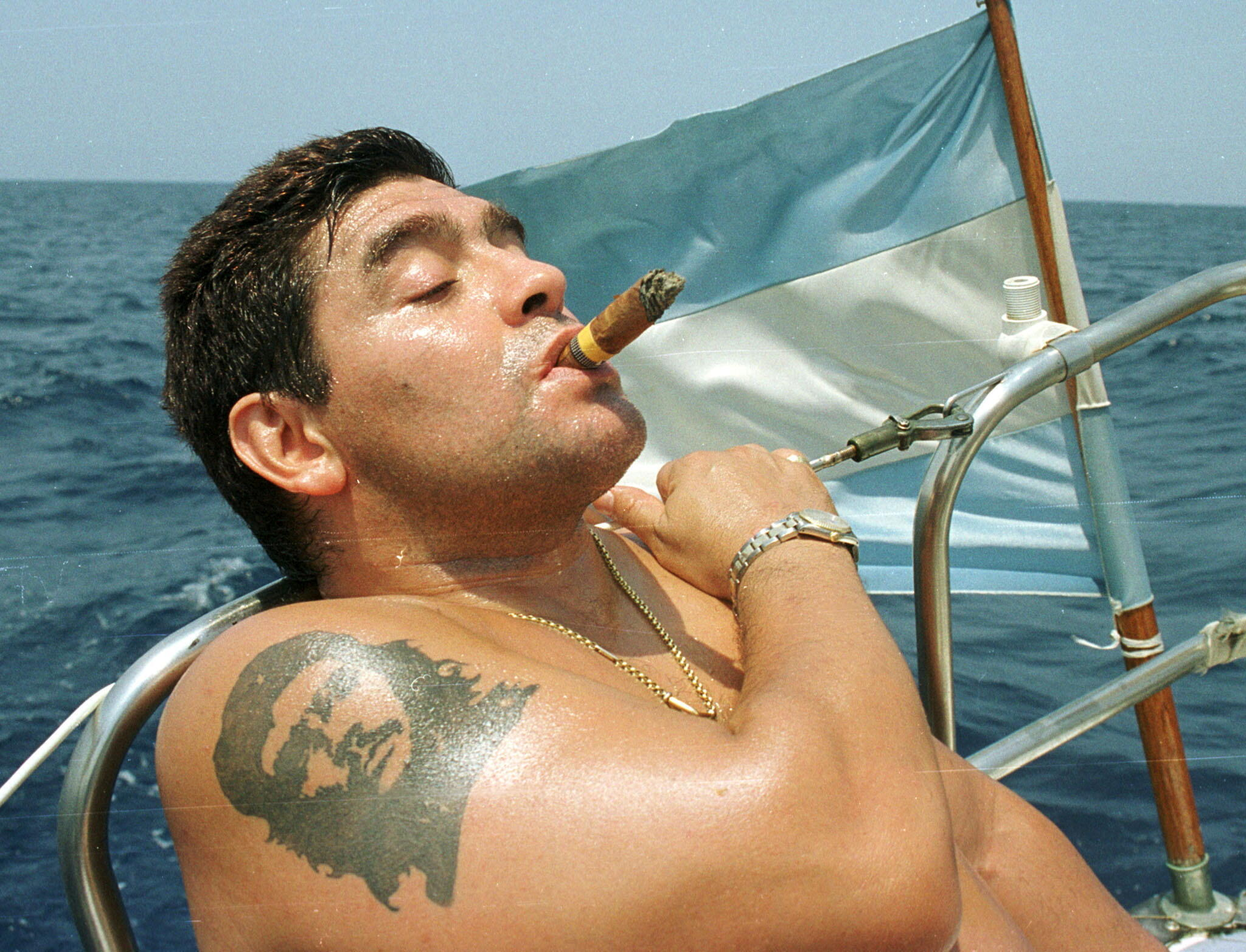 FILE PHOTO: Argentine soccer star Diego Maradona smokes a Cohiba cigar as he rides a sail boat in waters off Havana April 8, 2000.