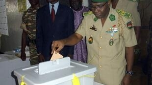 The head of the military junta, General Salou Djibo, voted in Niamey on Sunday