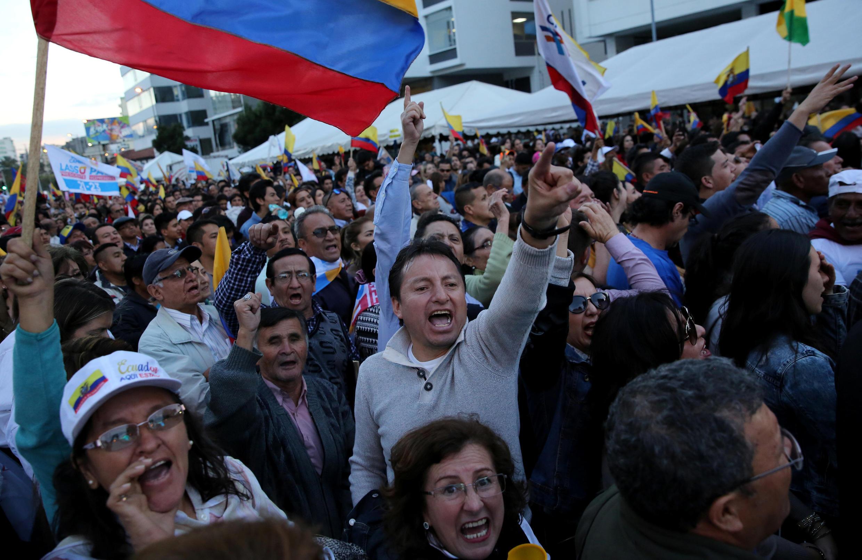 Les partisans de Guillermo Lasso manifestent leur colère merdi 4 avril après que le Conseil électoral ait annoncé la victoire de son rival, Lenin Moreno au deuxième tour de l'élection présidentielle en Equateur (le 2 avril 2017).