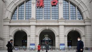 武漢圍城首日,漢口火車站一片凄清。