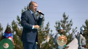 Presidente turco fala em cerimônia de aniversário da Batalha de Manzikert (26/08/17).