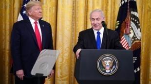 Tổng thống Mỹ Donald Trump và thủ tướng Israel Benjamin Netanyahu trong buổi họp thông báo Kế hoạch Hòa bình cho Cận Đông tại Nhà Trắng, Washington, ngày 2/01/2020.