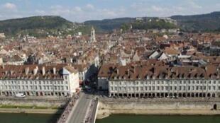 Les quais fortifiés de Vauban à Besançon.