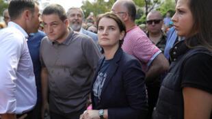A primeira-ministra da Sérvia, Ana Brnabic durante Parada Gay de Belgrado.