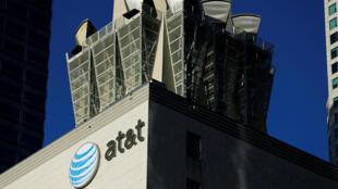 Le géant de la téléphonie AT&T devrait acquérir Time Warner pour 86 milliards de dollars.