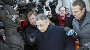 Sheldon Silver est accusé d'avoir touché six millions de dollars de pots de vin. Tribunal fédéral de la ville de New York, le 22 janvier 2015.