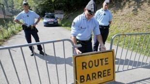 As autoridades mantêm as investigações para tentar desvendar o mistério em torno da chacina de quatro membros de uma mesma família de turistas britânicos no leste da França.