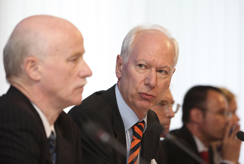 BaFin president Sanio and Bundesbank vice-president Franz-Christoph Zeitler arrive for a news conference in Frankfurt