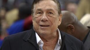 Donald Sterling, proprietário do time de basquete Los Angeles Clippers, banido para sempre por declarações racistas.