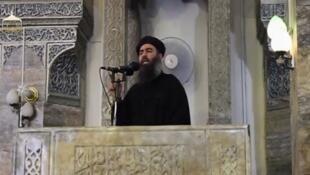 Primeira aparição pública de Abú Bakr al-Baghdadi, anunciado o califado e jihad, a 5 de julho de 2014.