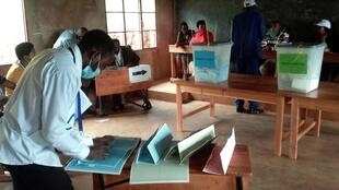 Opérations de vote à Gitega, Burundi, le 20 mai 2020.