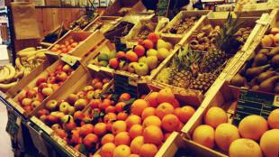 La contamination aux pesticides des fruits et légumes en France seraient largement sous-évaluée selon l'ONG Générations futures (image d'illustration).