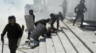 Kiev, théâtre de regain de tension suite à l'explosion devant le Parlement ukrainien, lundi 31 août 2015.