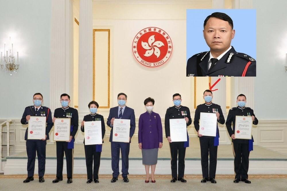 蔡展鵬(小圖)2月時與一眾警隊高層因執行國安法獲特首頒獎狀嘉許。2021年5月12日