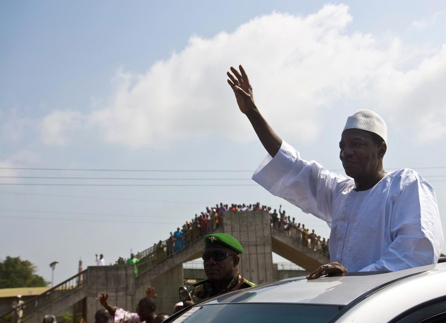 Alpha Condé, presidente eleito na Guiné Conacri, à saída da grande mesquita, em Conacri, dia 3 de Dezembro de 2010